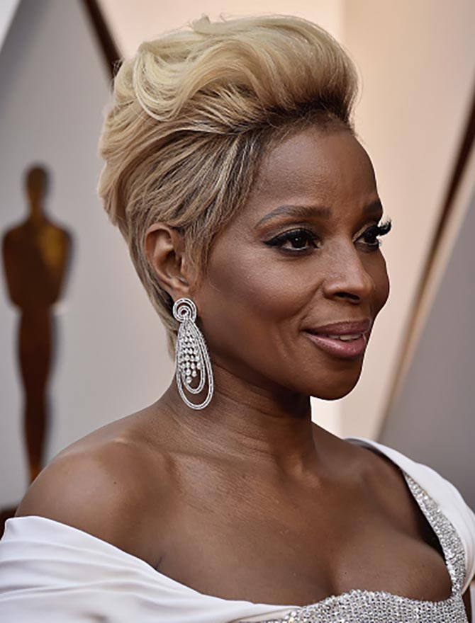 Mary J. Blidge in Forevermark diamond earrings at the 2018 Oscars