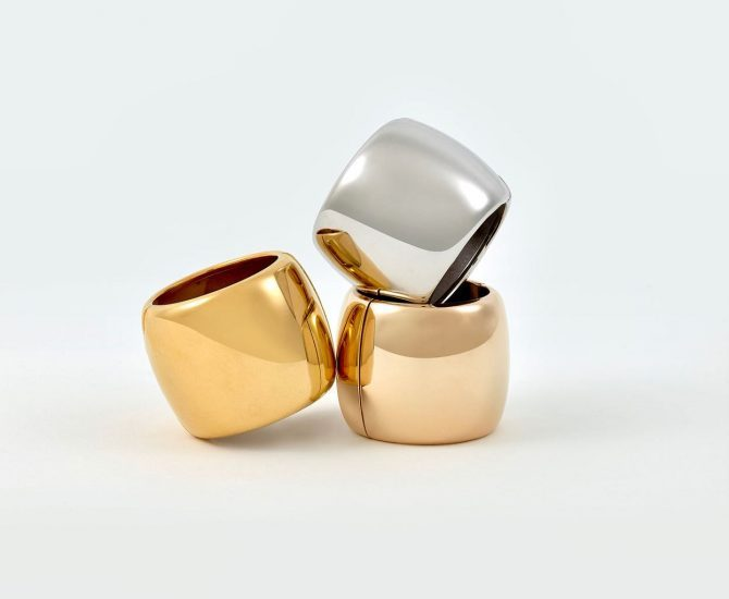 The David Mallet x Suzanne Syz Bague de Cheveux comes in white, pink and yellow gold. Photo courtesy