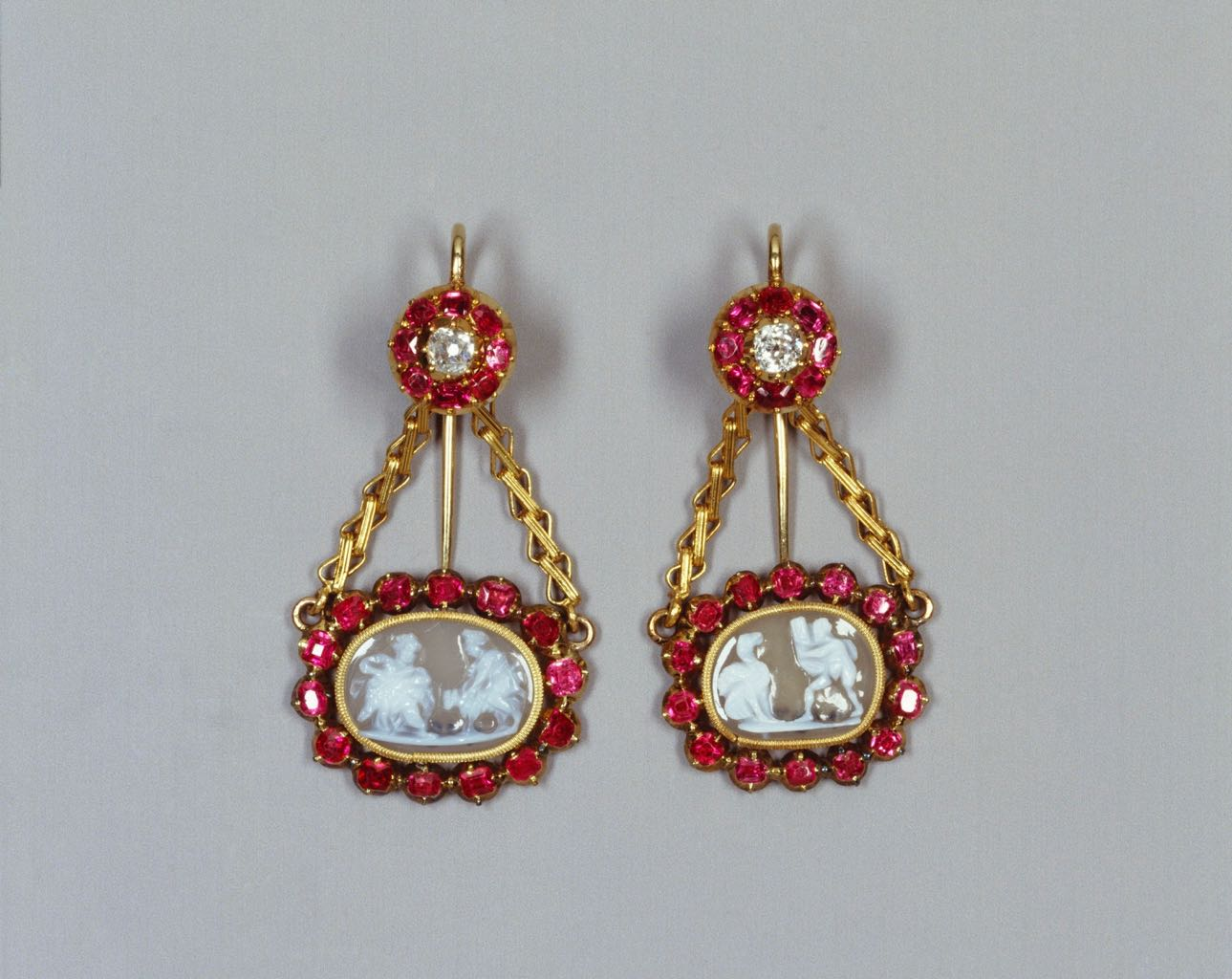Burmese ruby and gold earring early-late 19th century earrings set with cameos made in the 16th or 17th century. Photo © Royal Collection Trust