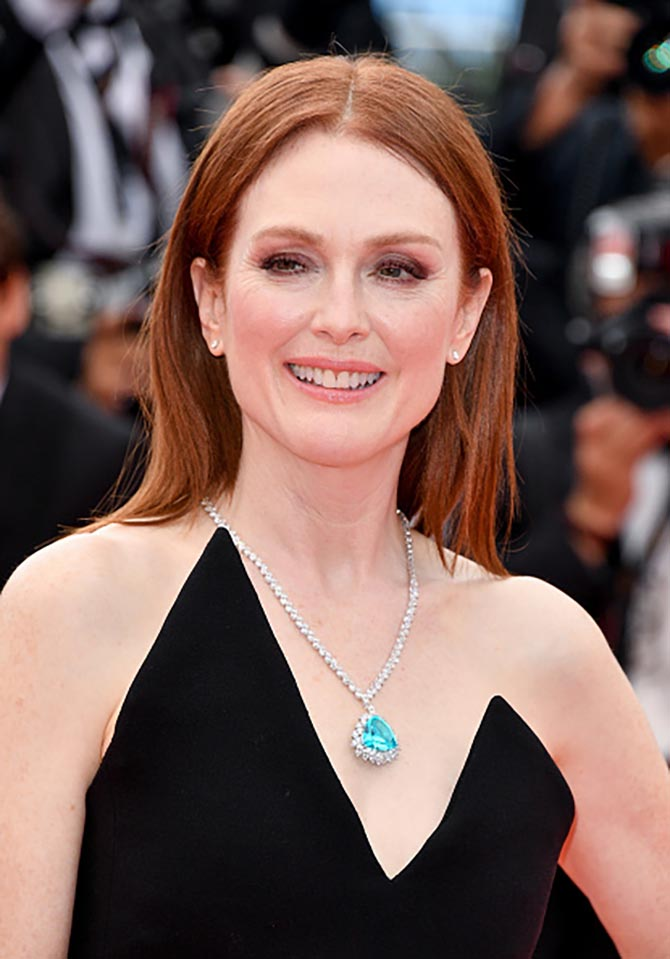 Julianne Moore lit up her YSL gown with a Paraíba tourmaline and diamond necklace by Chopard.