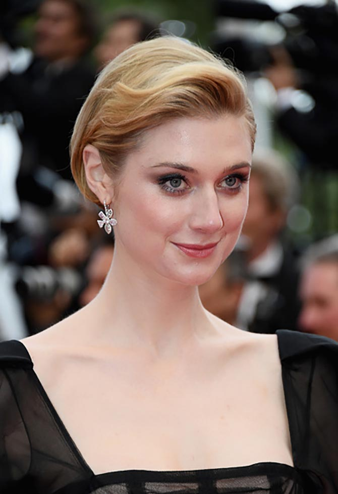 Elizabeth Debicki paired Chopard diamond earrings with a Valentino gown.