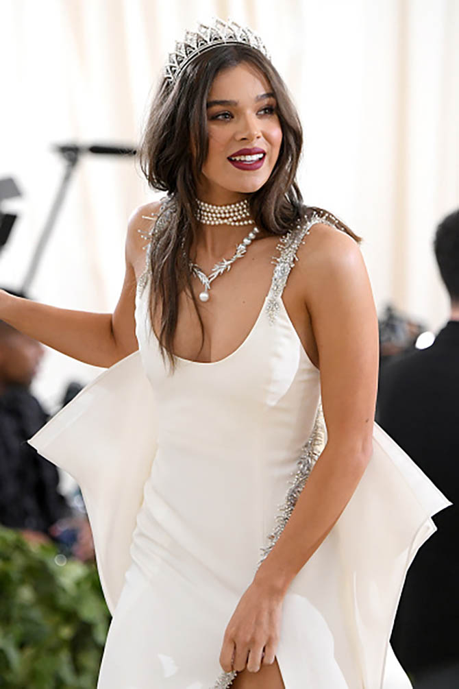 Hailee Steinfeld wore a tiara and pearl necklace with her custom Prabal Gurung gown.