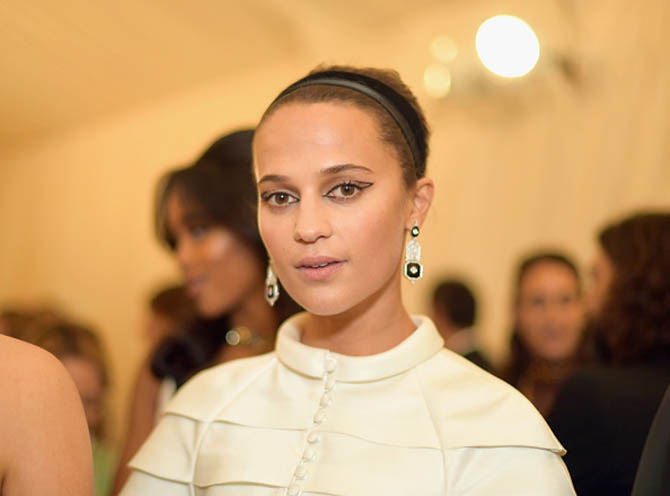 Alicia Vikander wore several black enamel and diamond earrings from designer Nikos Koulis with her Louis Vuitton gown.