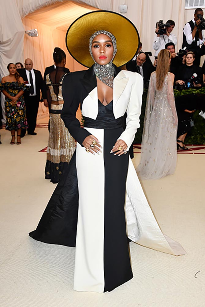 Janelle Monae paired Jennifer Fisher rings with her Marc Jacobs black and white gown.