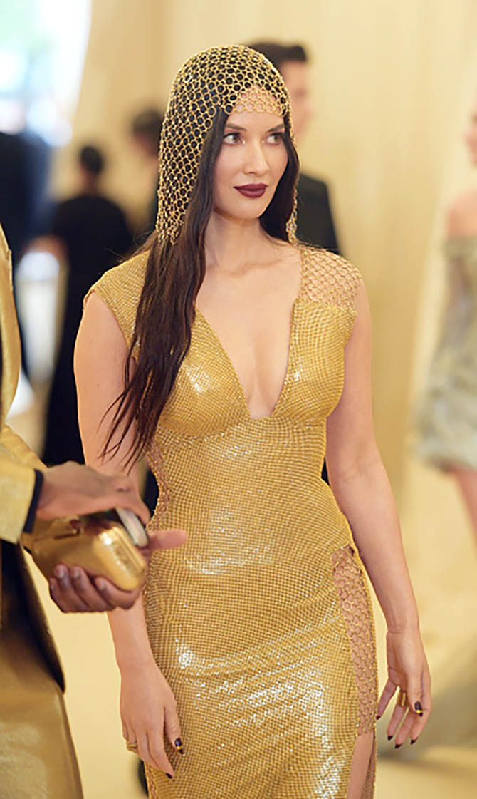 Olivia Munn wore a gold mesh H & M gown and Ofira rings.