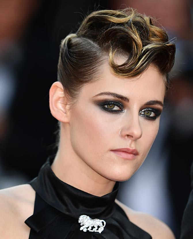 Kristen Stewart, who is a member of the jury, pined a diamond Chanel Lion brooch to her black Chanel gown.