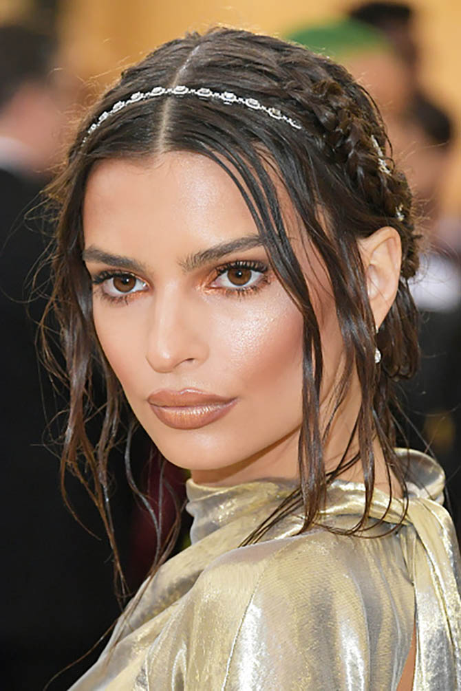 Emily Ratajkowski paired Messika diamond jewels with her gold Marc Jacobs gold dress.