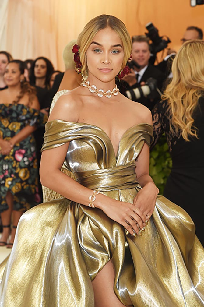 Jasmine Sanders wore Bulgari diamond and gold jewels with her H & M gown.