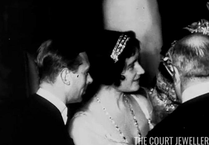 The Queen Mother wearing the Cartier bandeau. Photo via The Court Jeweler