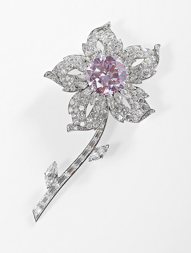 The Queen's Williamson Diamond Brooch by Cartier set with diamonds, platinum and the 23.60-carat pink diamond. Photo