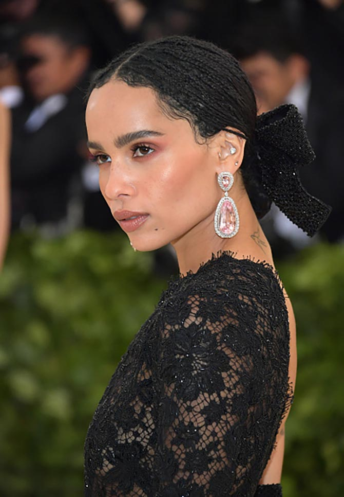 Zoe Kravitz looked radiant in 100-carat pear shape Morganite and diamond earrings from Jacob & Co and a Saint Laurent dress.