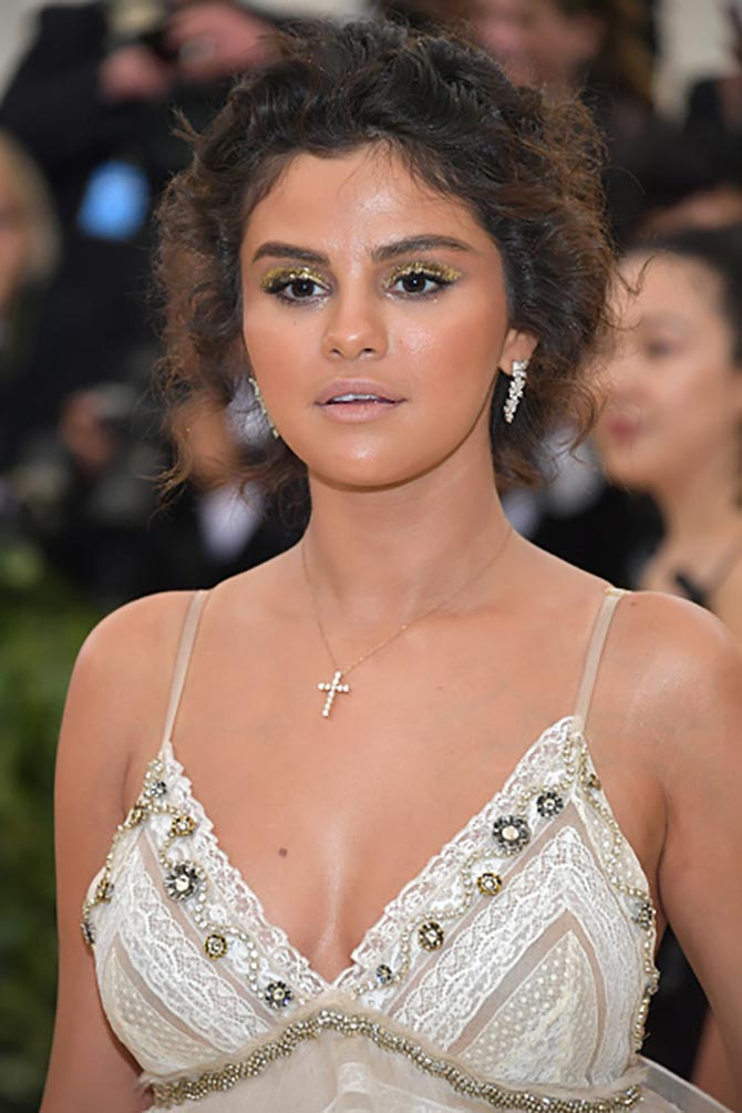 Selena Gomez sparkled in a diamond cross and platinum and diamond earrings from Tiffany.