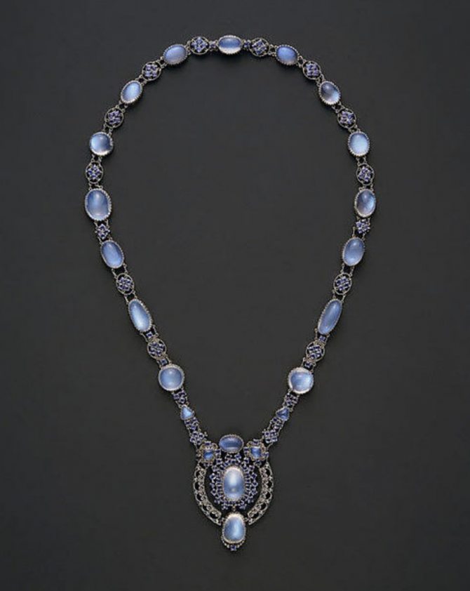 Moonstone, sapphire and platinum necklace designed by Louis Comfort Tiffany for Tiffany around 1910 Photo MET Museum