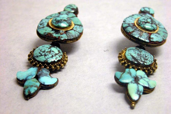 Turquoise earrings made in Tibet sometime during the 17th to 19th centuries. Photo MET Museum
