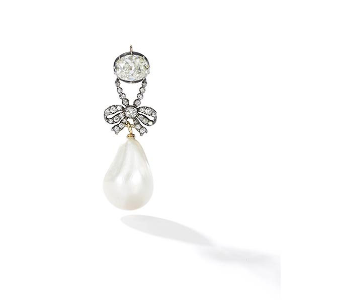 Marie Antoinette's pearl and diamond bow pendant Photo Sotheby's