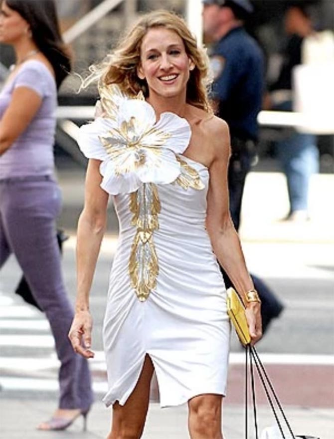 Sarah Jessica Parker strolling the streets of New York in a Eugene Alexander dress and Elsa Peretti for Tiffany gold Bone Cuff. Photo