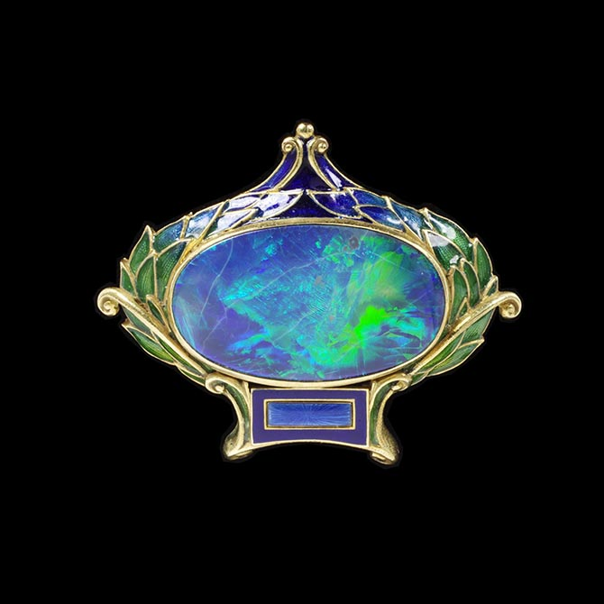 Marcus & Co. Opal, enamel and gold brooch made around 1900. Photo © Victoria and Albert Museum, London
