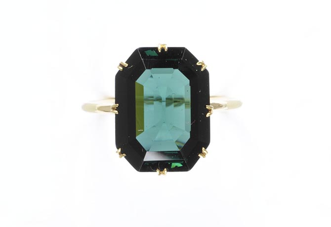 Blue green tourmaline and gold 19th century ring. Photo © Victoria and Albert Museum, London