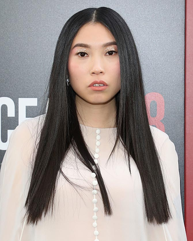 Awkwafina matched the sparkle of her eyeshadow and the ethereal quality of her Reem Acra gown with diamond and pearl earrings by Hueb.