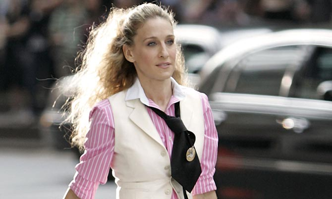 Sarah Jessica Parker wearing a Verdura Gold and Diamond Target Brooch in the Sex and the City movie.