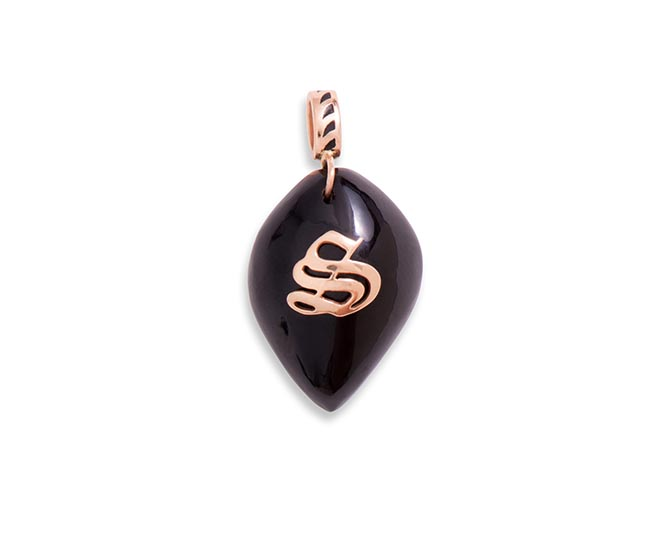 Dezso by Sara Beltran Classic Gold Initial Carved Cowrie Shell in Onyx