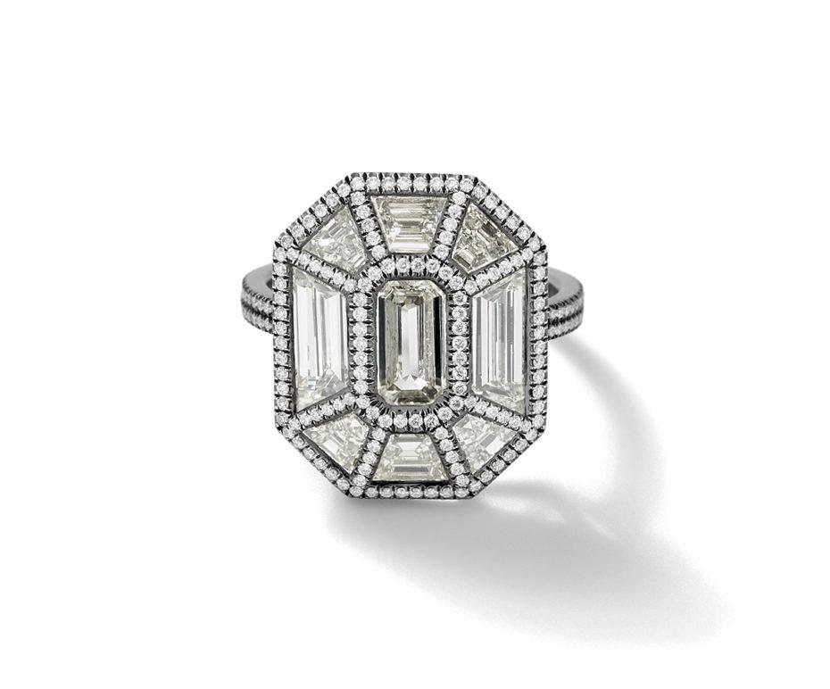 Eva Fehren's amazing Exploding Emerald ring
