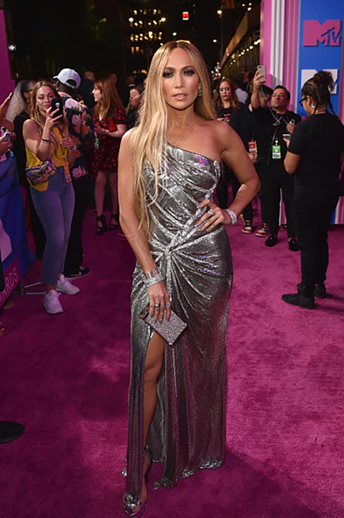 Jennifer Lopez in Tiffany jewels and a Versace gown at the 2018 MTV Video Music Awards at Radio City Music Hall on August 20, 2018 in New York City. (Photo by John Shearer/Getty Images for MTV)