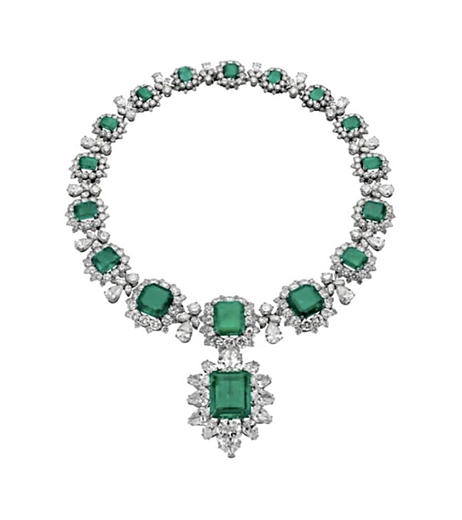 Elizabeth Taylor's emerald and diamond necklace by Bulgari. Photo courtesy