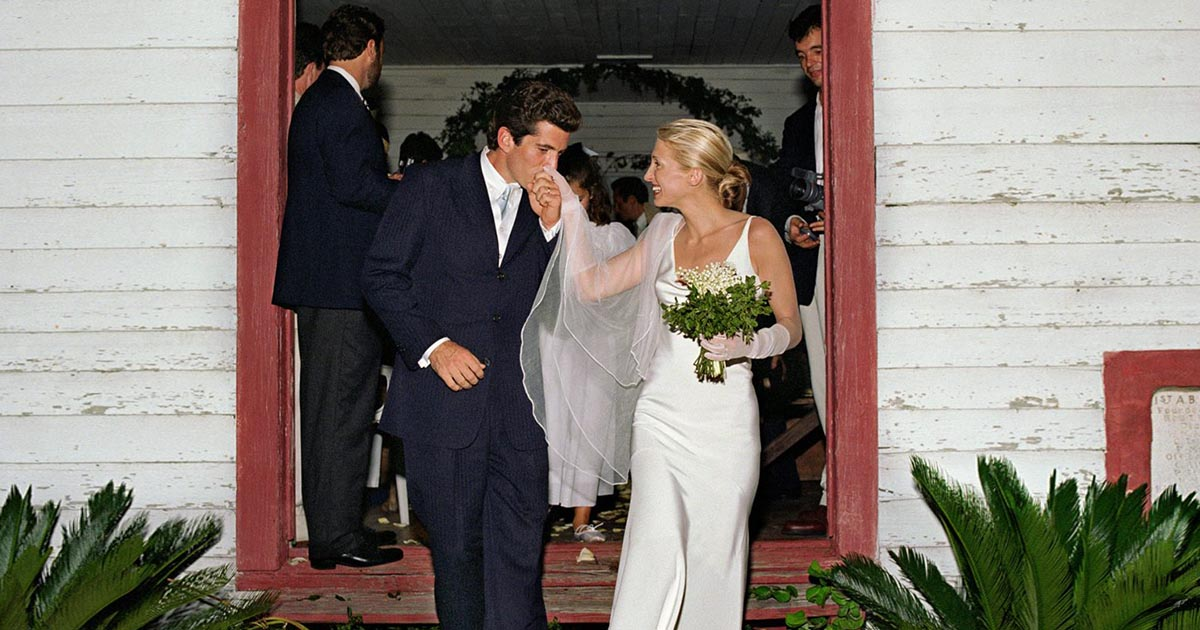 Carolyn Bessette S Engagement Ring Was Delicate The