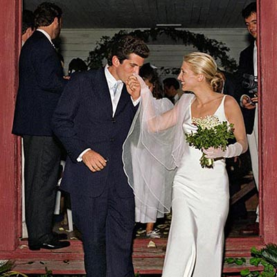 The Adventurine Posts Carolyn Bessette's Engagement Ring Was Delicate