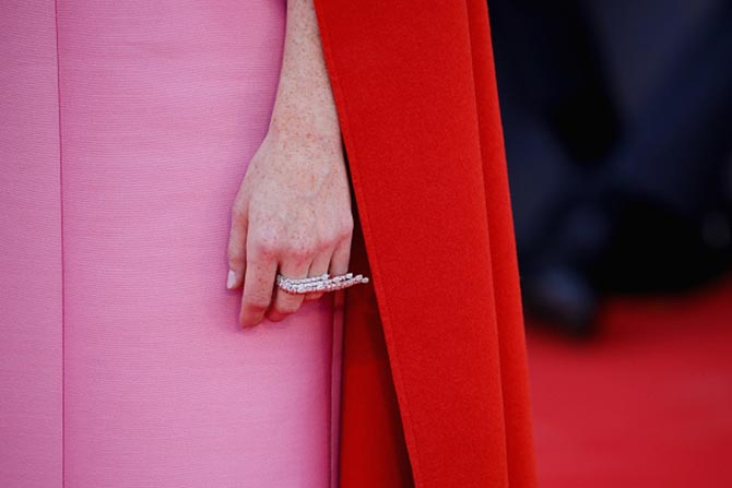 Detail shot of Claire Foy's Sirenetta high jewelry ring by Messika. Photo Getty