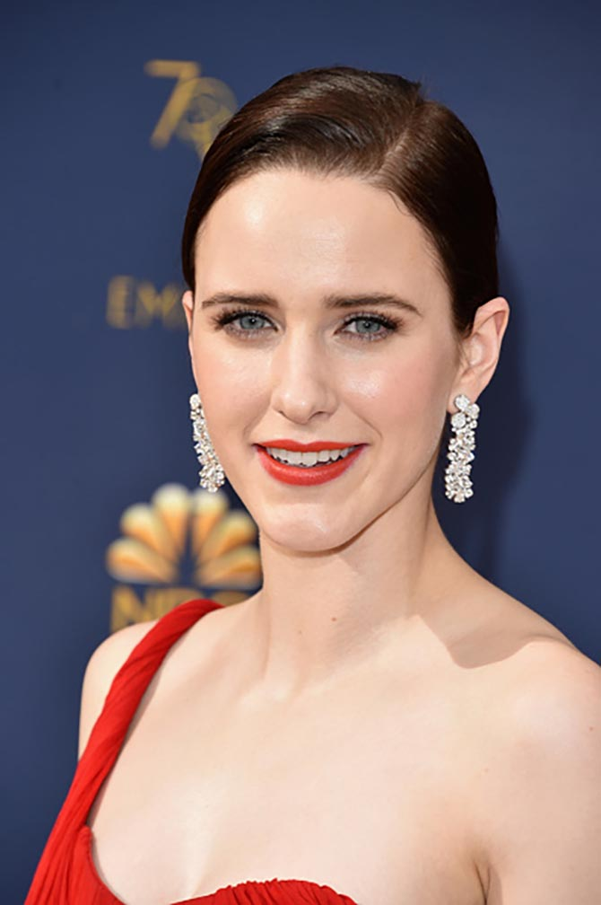Rachel Brosnahan wore diamond and platinum Tiffany earring.