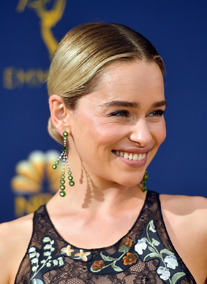 Emilia Clarke wore Fernando Jorge nephrite jade, yellow gold and diamond earrings from the Surround collection.