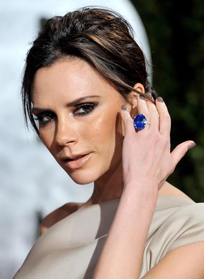 Victoria Beckham wearing her sapphire and diamond engagement ring at the Vanity Fair Oscars party in 2010. Photo Getty