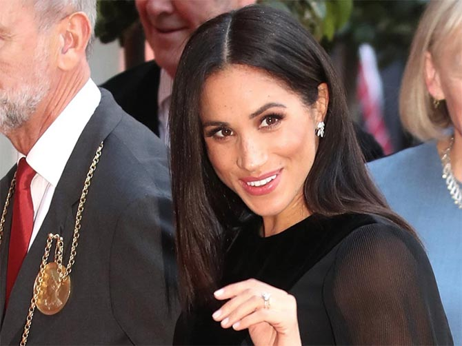 Meghan Markle wearing her engagement ring. Photo via