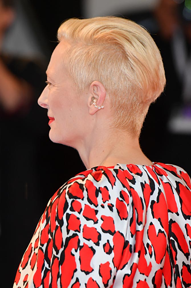 Tilda Swinton paired a pearl ear cuff with a Schiaparelli couture gown at the 'At Eternity's Gate' screening.