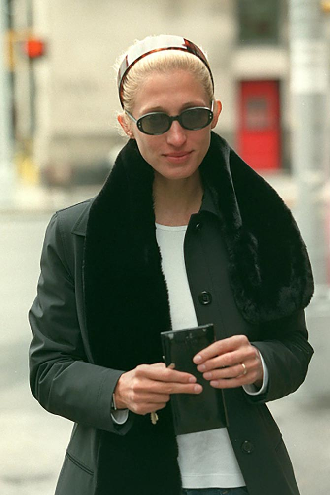 Carolyn Bessette Kennedy wearing her gold wedding band and Cartier Tank watch. Photo Getty