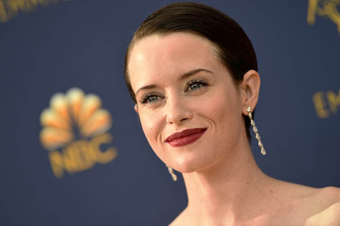 Claire Foy in diamond and platinum pendant earrings by Kwiat.