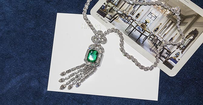 The 718 Emerald Vitrine necklaces reflects the silhouette of the graceful pattern of the vitrines at the Winston flagship. Photo @AndrewWerner