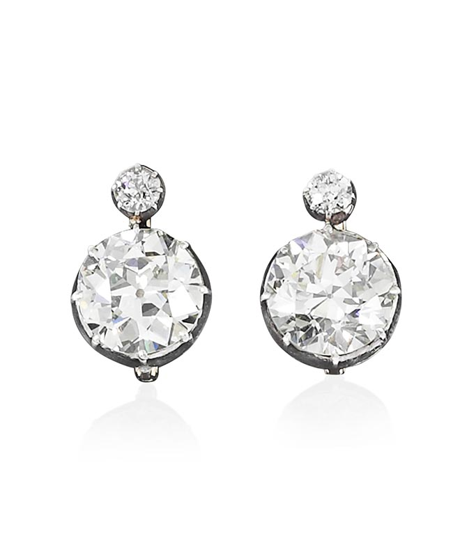 Maria Anna received these diamond earrings  from her father, Archduke Frédéric, on the occasion of her wedding in 1903.