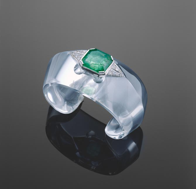 "A carved rock-crystal, emerald, diamond and platinum ""toit,"" or roof, cuff from B. Herz designed by Suzanne Belperron from the collection of Michele Tarjan. Photo by David Behl"