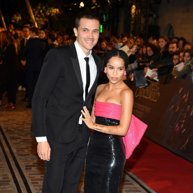 On November 8, Zoë Kravitz posed with her fiancé Karl Glusman while wearing her vintage engagement ring from The One I Love at the 'Fantastic Beasts: The Crimes Of Grindelwald' World Premiere in Paris. Photo Getty