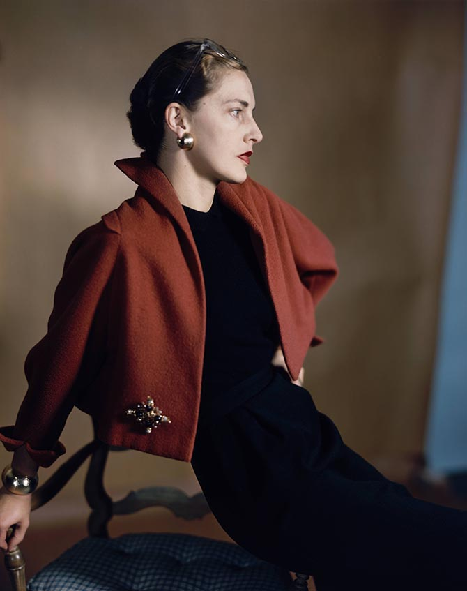 Style icon Slim Keith, who was married to director Howard Hawks, posed for Horst in 1949 wearing her Schlumberger brooch on the hip of a red bolero capelet by Trigere, over a black sheath dress with gold earrings and ring.