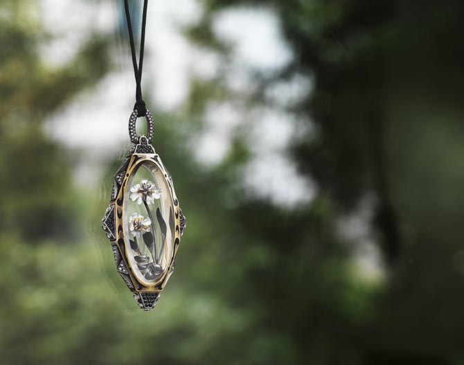 Otto Jakob's Achillea pendant made in 2017. Photo © Otto Jakob