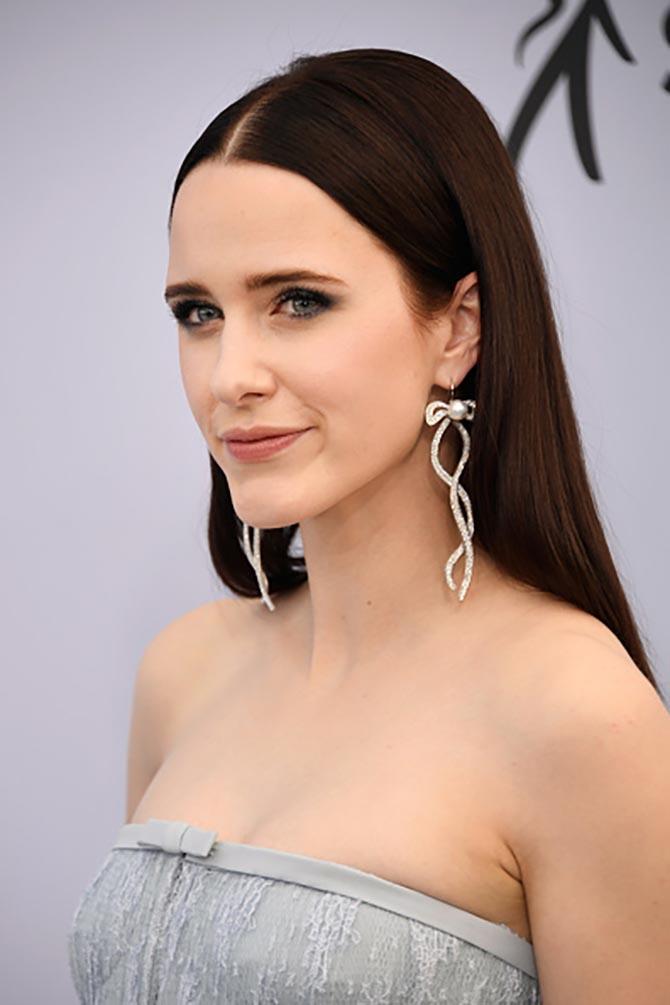 Rachel Brosnahan in Irene Neuwirth diamond and pearl earrings