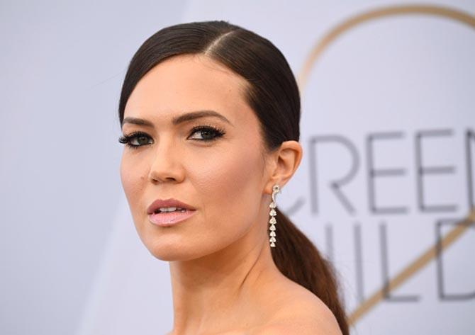 Mandy Moore in Niwaka diamond earrings