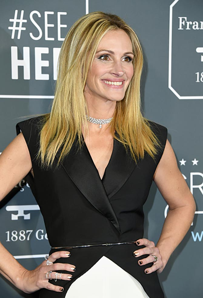 Julia Roberts in a Messika diamond necklace attends the 24th annual Critics' Choice Awards at Barker Hangar on January 13, 2019 in Santa Monica, California.