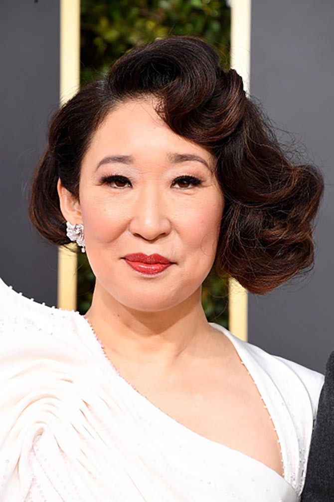 Sandra Oh in 10-carat Forevermark diamond earrings