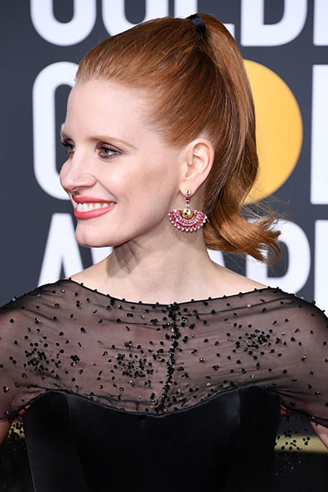 Jessica Chastain wore earrings by Piaget