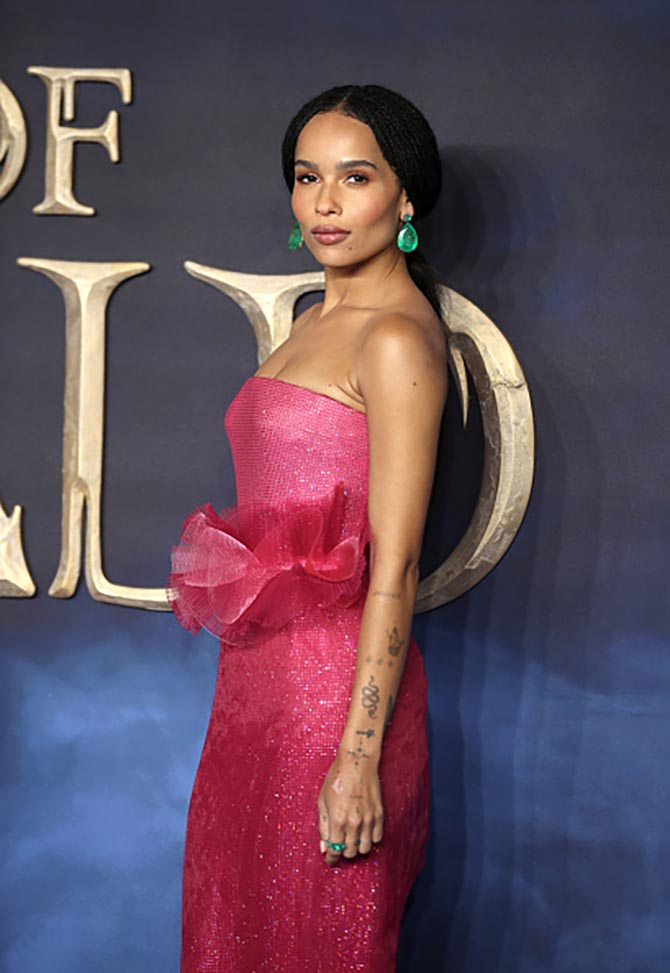 At the London premiere of Fantastic Beasts: The Crimes of Grindelwald in November, Zoë paired a fuchsia gown by Giorgio Armani with huge pear-shape Colombian emerald earrings by Lorraine Schwartz.